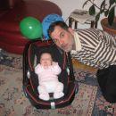 stara sem 2 meseca, deda pa vedno hoče biti zraven