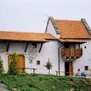 Kraška hiša, drugo poslopje pliskoviškega hostla.