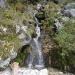 Žuborenje mnogih malih slapov.