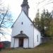 Dve cerkvici na vrhu.