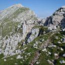 Krn in na levem robu Gomiščkovo zavetišče.