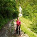 Pot se nadaljuje proti cerkvi Sv. Lenarta
