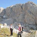 Pot proti Vrhu Hribaric (zadaj Škednjovec)