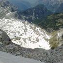 Pogled navzdol proti Zasavski koči na Prehodavcih in jezerom