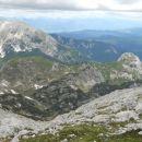 Pogled na Prevalski Stog (levo) in Jezerski Stog (desno) ; zadaj Tosc