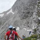 Začetek poti v plezalni del (prikaže se nam naš vrh)