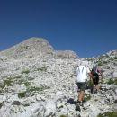 Pot nadaljujemo v smeri Begunjskega vrha
