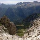 Pogled na kočo Rifugio Corsi, Viško planino in Kanin z poti Anita Goitan