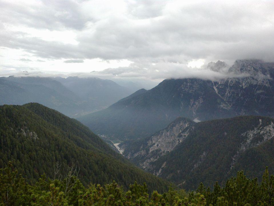 Pogled v dolino na Kranjsko Goro in jezero Jasna