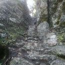Pot po stopnicah proti zgornjemu slapu