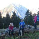 Pot od planine Korošice (zadaj Begunjščica)