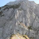 Razgled na Hajnževo sedlo in severno steno Velikega vrha