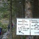 Usmerimo se proti plezalni poti ob slapu