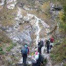 Pogled na vstop v plezalni del ob slapu