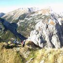 Spust iz Viševnika (zadaj od leve proti desni: Ablanca, Tosc, Veliki Draški vrh)