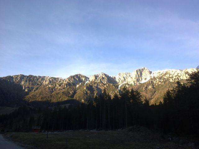 Jutranji pogled na južne stene Pece
