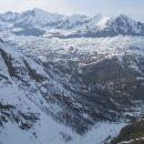 Razgled iz poti na okoliške vrhove in dolino iz katere smo štartali