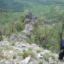 Na razpotju pred plezalnim delom se usmerimo levo navzdol