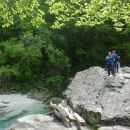 Pot od visečega mosta čez reko Sočo