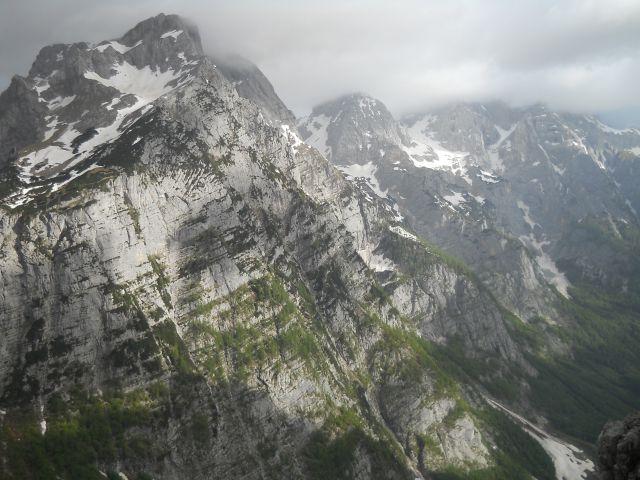 Pogled na Stenar (levo) in Škrlatico (desno)