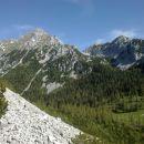 Razgled s poti na Vrtačo (levo) in Palec (desno)