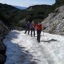 Na poti prečimo tudi nekaj snežišč