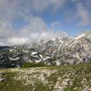 Razgled s travnika na Lučkega Dedca, Planjavo in Ojstrico (od leve proti desni)
