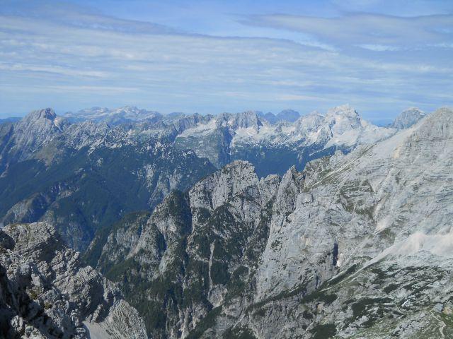 Razgled z vrha na Bavški Grintavec, Kanin, Viš, Jalovec in Mangart