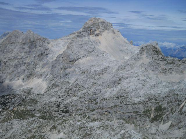 Razgled s poti na Planjo (levo) in Razor (desno)