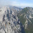 Razgled z vrha na Zelenjak (levo) in Ovčji vrh (desno)