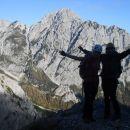 Nadaljnja pot na Kamniško sedlo (zadaj Mrzla gora)