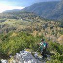 Pot na Krsteniški Stog in razgled navzdol na Planino Krstenico