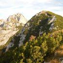 Razgled iz predvrha na Škednjovec (levo) in vrh Ksteniškega Stoga (desno)