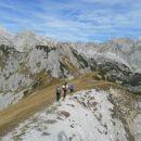 Spust iz Jezerskega Stoga in čudoviti razgledi na okoliške vrhove