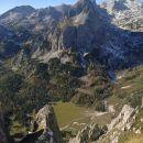 Razgled s poti na Debeli vrh, Mišelj vrh in Kanjavec (od leve proti desni)