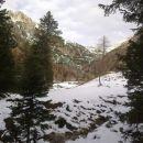 Pot proti Planini Konjščici ter razgled na Ablanco (levo) in Mali Draški vrh (desno)