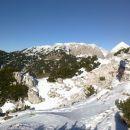 Pot na Vrh Korena ter razgled na Kalški greben (levo) in Grintovec (desno)