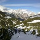 Spust s Košutne ter razgled na Vrh Korena, Dolgi hrbet, Skuto, Tursko goro in Brano