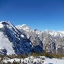 Razgled s poti na Brda, Rjavino, Luknjo peč in Martuljške gore (od leve proti desni)