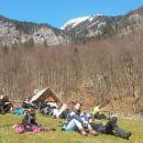 Krasen travnik za počitek ob poti :)