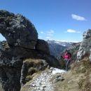 Čudovite skalne skulpture ob poti :)