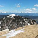Razgled z vrha na celotni greben Košute (levo) in Kamniško-Savinjske alpe (desno)