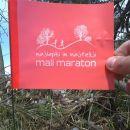Zastavica ob poti za Puštalski gorski polmaraton (21km)