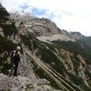 Slovenska pot proti Kranjski koči na Ledinah in razgled na Jezersko Kočno