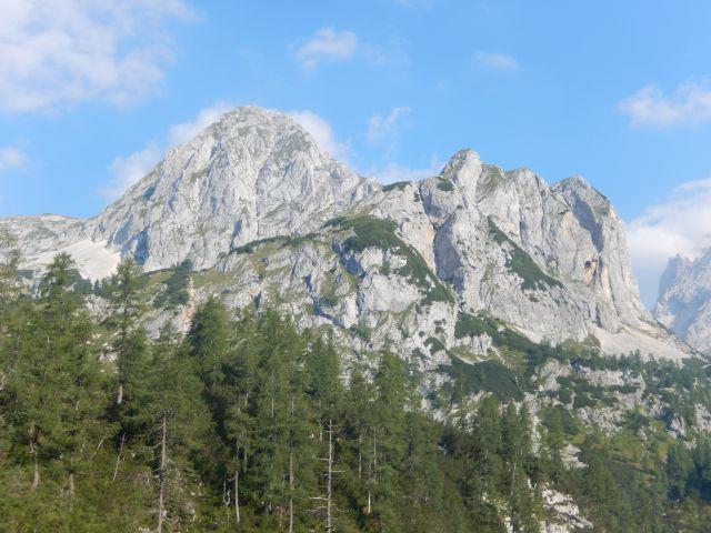 Razgled s poti na Mišelj vrh (levo) in Koštrunovec (desno)