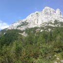 Razgled s poti na vzhodno steno Koštrunovca