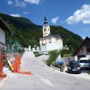 Cerkev v Srednji vasi.
