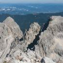 Razgled iz vrha na Špik ter Malo in Veliko Martuljško Ponco (od leve proti desni)