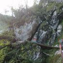 Pot nad Martuljškimi slapovi proti Bivaku Za Akom