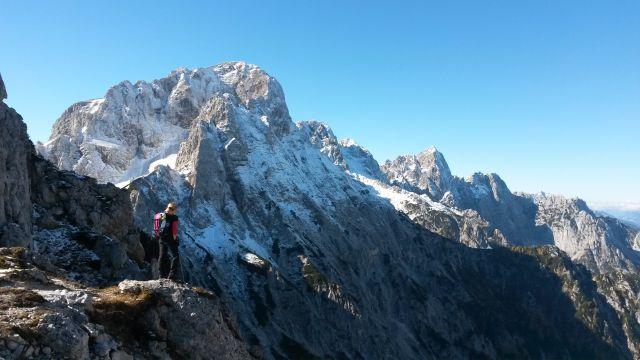 Prvi razgled iz sedla na Martuljške gore